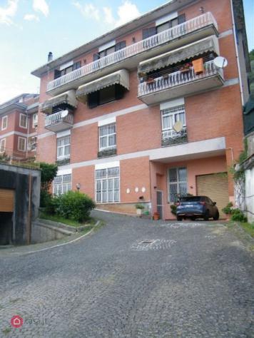 Palazzo di 930mq in strada provinciale accesso trivigliano a