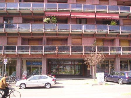 Ampia singola in centro con balcone privato per studentessa