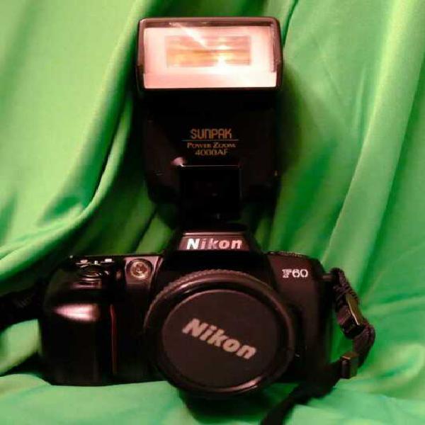 Macchina fotografica reflex nikon f60 completa con flash