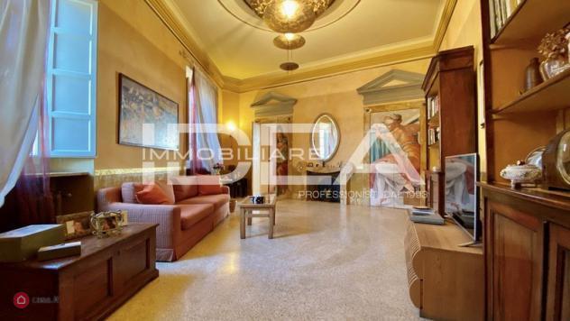 Appartamento di 150mq in piazza san pietro somaldi a lucca