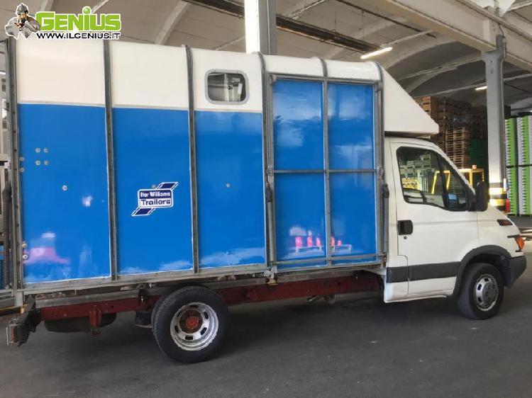Camion trasporto cavalli con 242mila km, anno furgone 2001,