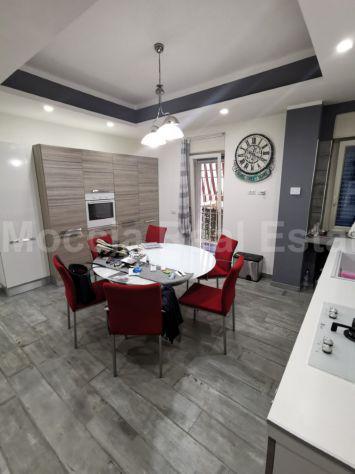 Moccia prestigioso rifinto appartamento con box e terrazzo