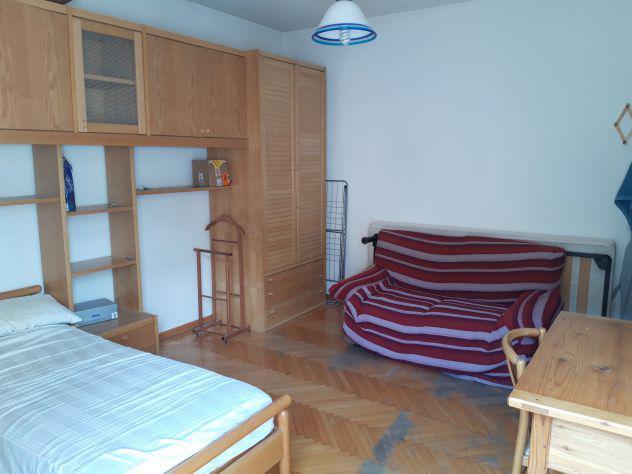 4 stanze singole in appartamento. zona centrale.