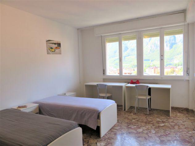Grande stanza con balcone e vista panoramica