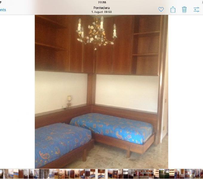 Cameretta completa in legno 2 letti, armadio e pensili