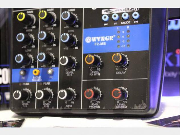 Consolle mixer audio nuovo