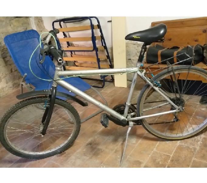 Mountain bike mbk assetto basso per triks ed evoluzioni