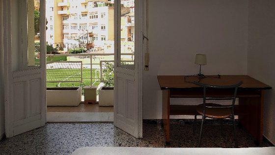 Ampie e luminose stanze singole fianco Via Dante vicino a