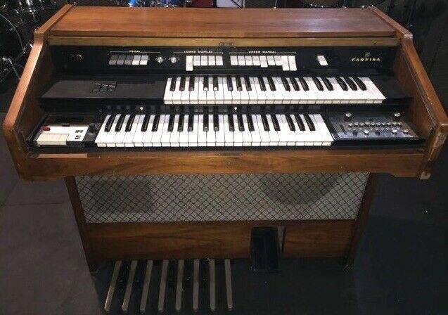 Organo farfisa, perfettamente funzionante.
