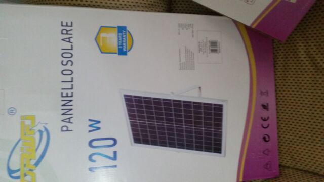 Pannello solare con faro