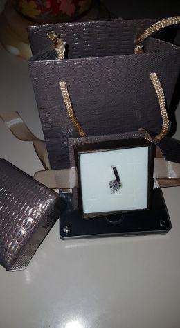 Anello in oro bianco 18 kt con diamante 0.50