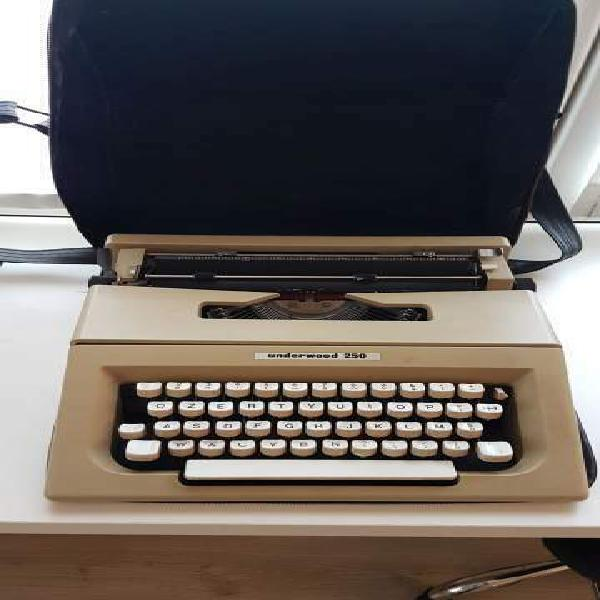 Macchina scrivere vintage underwood 250