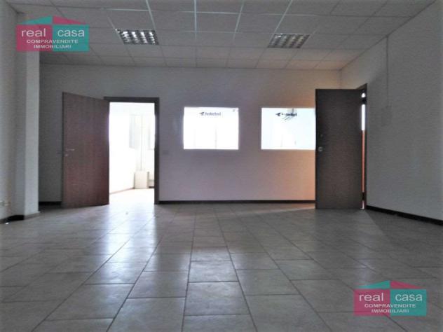Ay301_m09g18 - grande laboratorio / uffici modena ovest