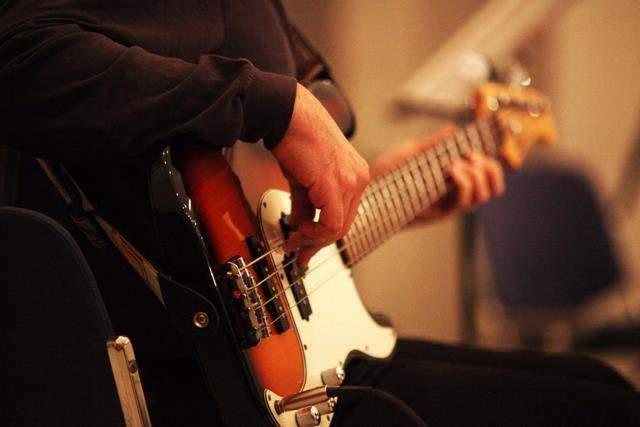 Lezioni di basso elettrico e musica