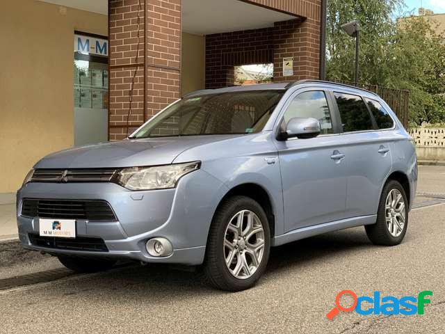 Mitsubishi outlander elettrica-benzina in vendita a cologno monzese (milano)