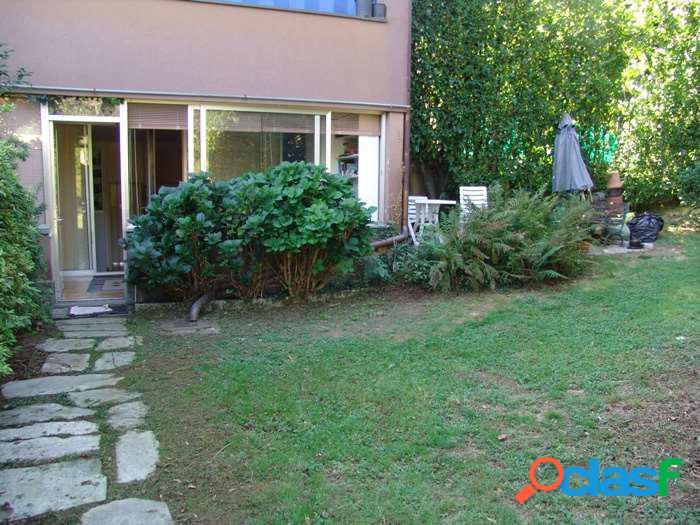 Appartamento con vista lago, terrazzo e giardino