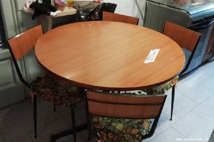 Tavolo rotondo in formica anni 80, usato, € 50.00, italia,