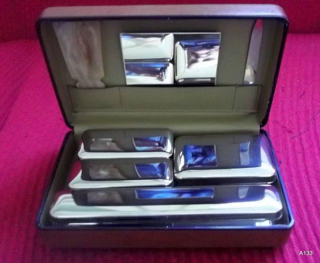 Beauty case rigido da viaggio vintage completo.