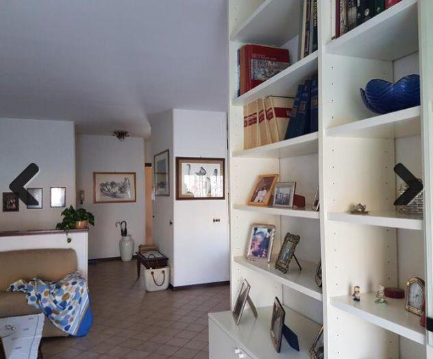 Vendesi in siena appartamento su due livelli con giardino e