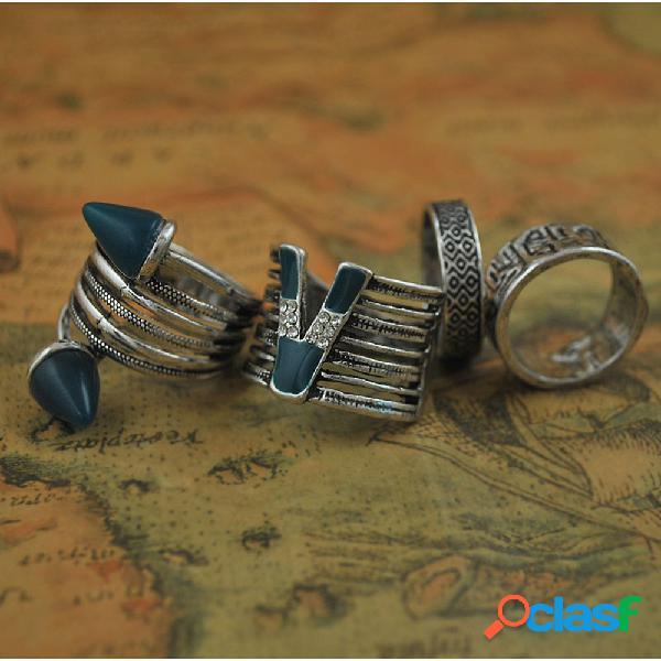 Anelli intagliati vuoti in metallo vintage da 4 pezzi con anelli da donna con lettera v con strass
