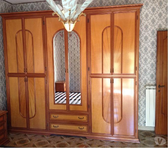 Camera da letto completa in noce tamburato ottimo stato