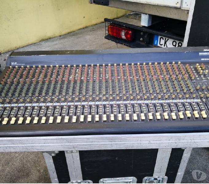 Mixer audio mackie vlz sr3234 con fligt case 32 canali 6aux