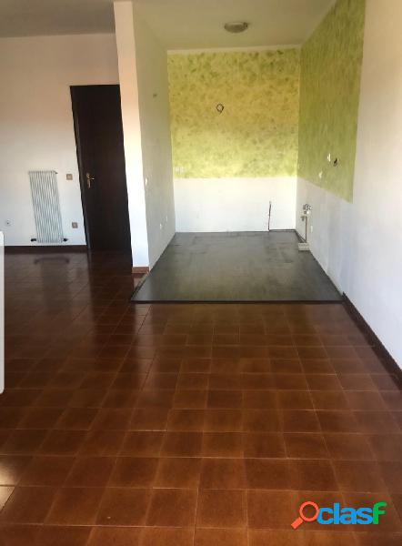 Piovene: ampio appartamento non arredato con garage