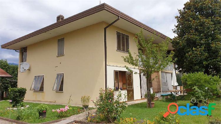 Casa bifamiliare con terreno a fontanafredda in Italia ...
