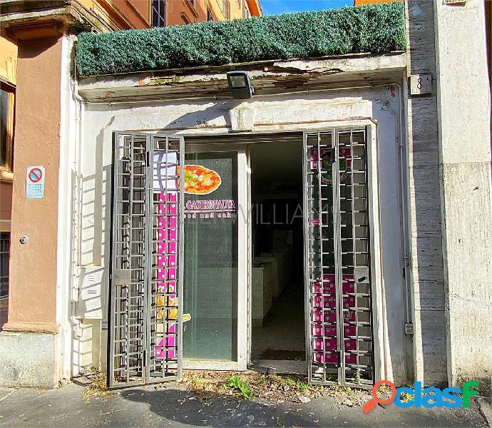 Spazioso locale commerciale in Via Montesanto