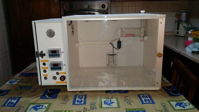 Camera calda / incubatrice digitale nuova per pappagalli e