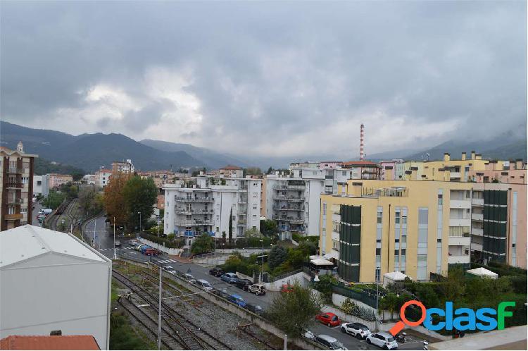 quadrilocale in vendita a Vado Ligure 1