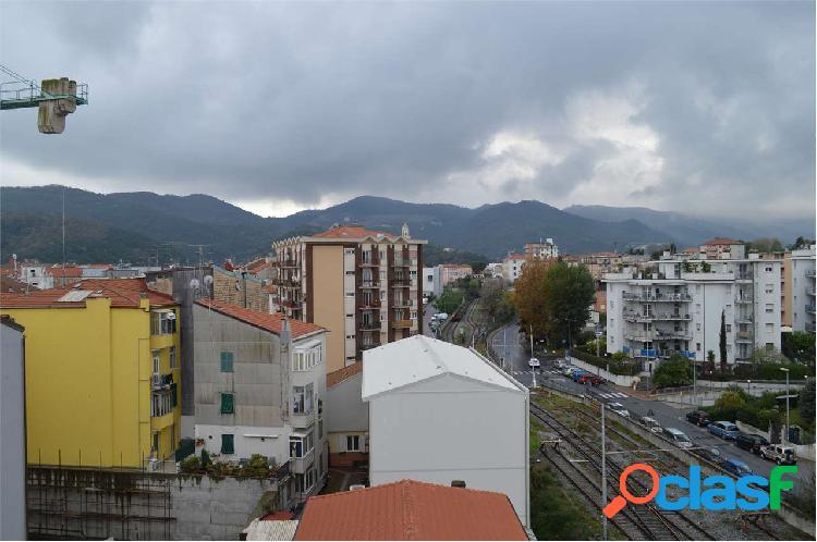 quadrilocale in vendita a Vado Ligure 3
