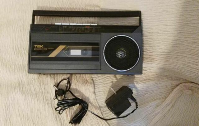 Registratore a cassette e radio portatile marca tek, anni