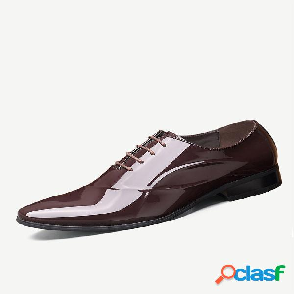 Scarpe eleganti da lavoro stringate da uomo eleganti in pelle verniciata a punta