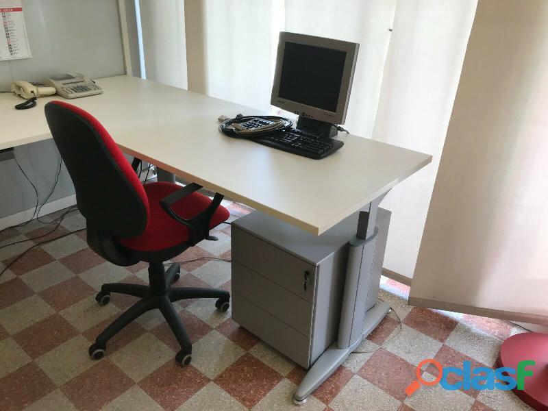 2 scrivanie + 2 armadi + 2 cassettiere + 2 sedie UFFICIO CODICE Q 4
