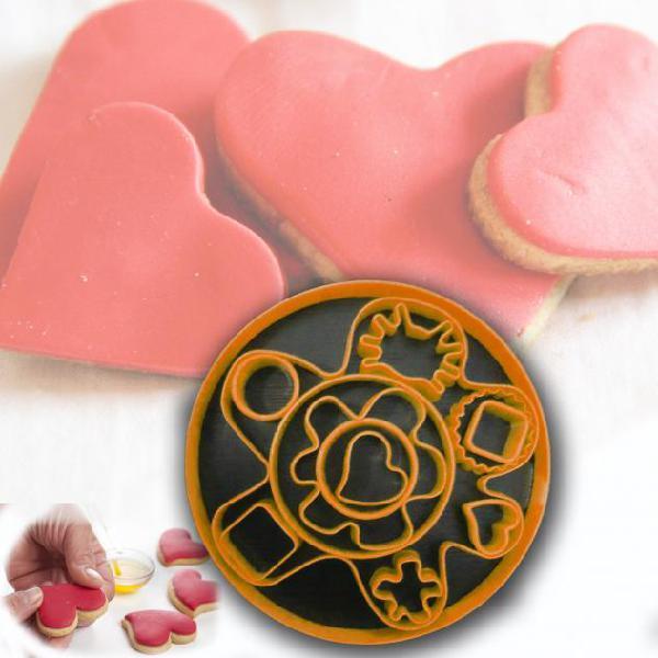 Set 13 pezzi formine per biscotti in plastica colorata