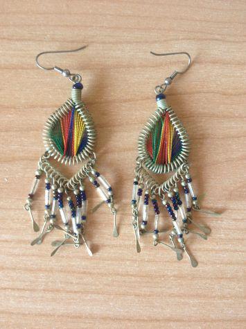 Orecchini etnici colorati con pendenti