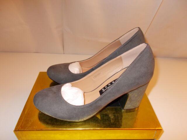 Scarpe colore grigio scamosciate con tacco largo