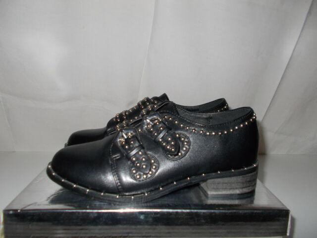 Scarpe lucide con borchie colore nero
