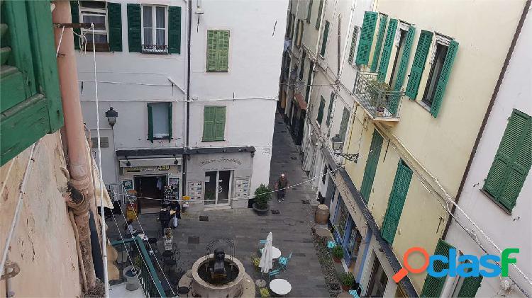 Sanremo, centralissimo, ultimo piano, casa epoca