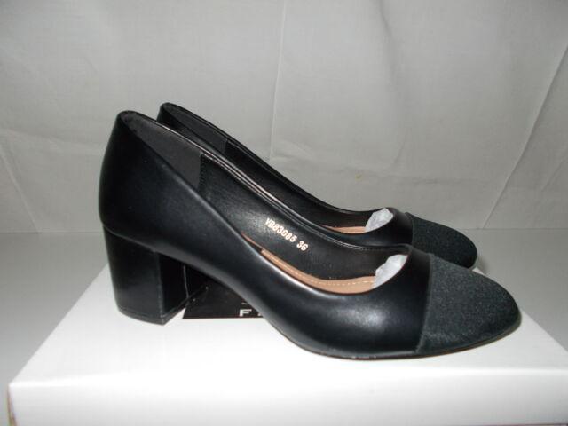 Scarpe colore nero lucide con punta in tessuto