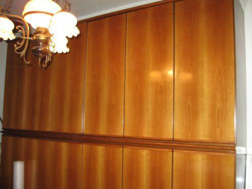 Camera matrimoniale in legno color ciliegio