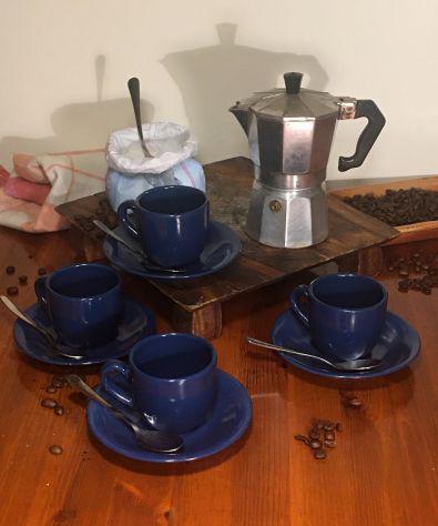 Caffettiera moka + 4 tazze blu