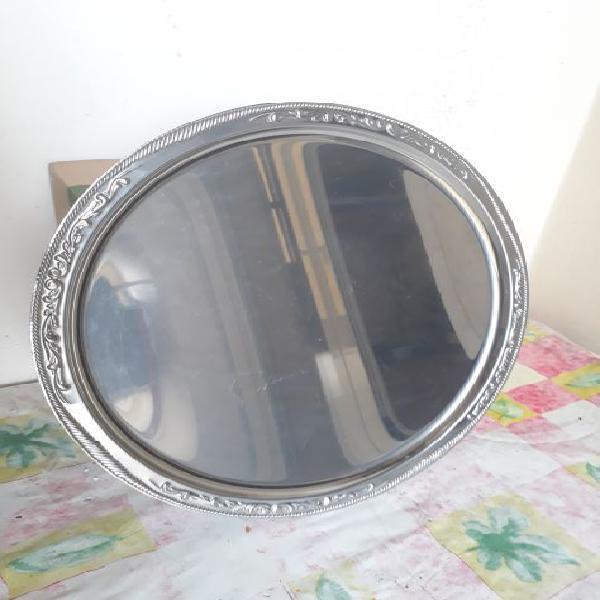 Vassoio rotondo in acciaio inox di diametro 33 cm
