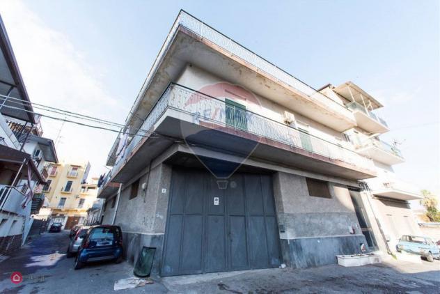 Garage/posto auto di 220mq in via lucchesi palli 36 a