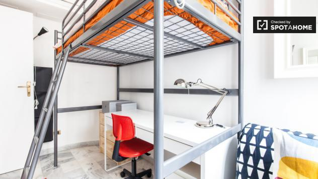 Camera moderna in appartamento a trieste, roma id123987