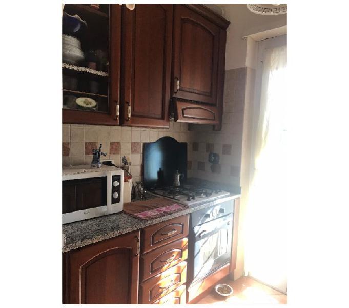 Cucina lineare classica, legno massello, top marmo in vendita pomezia - vendita mobili usati