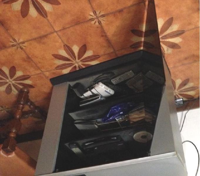 Mobiletto porta tv legno ricoperto sportello vetro in vendita guidonia montecelio - vendita mobili usati