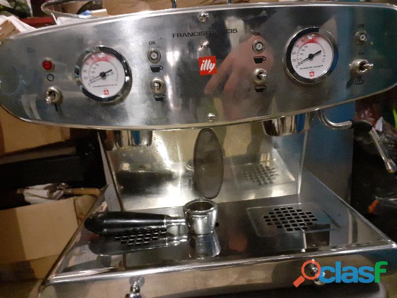 Maccina caffè illy francis 1