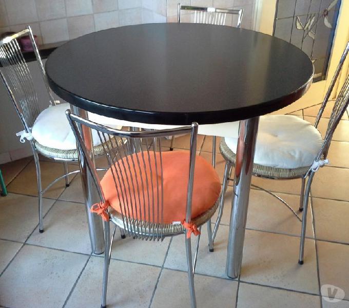 Tavolo cucina con 4 sedie. in vendita cernusco sul naviglio - vendita mobili usati